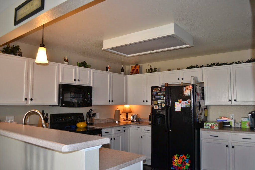 Rustoleum Countertop Paint Fumes : Rust-oleum Kitchen White Refinished Cabinets